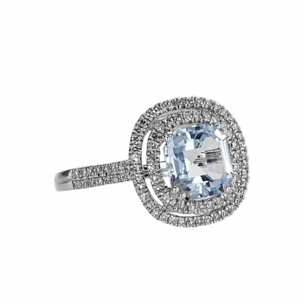 טבעת בלו טופז 2.56 קראט, זהב-לבן 14 קראט, משובצת 0.39 קראט יהלומים