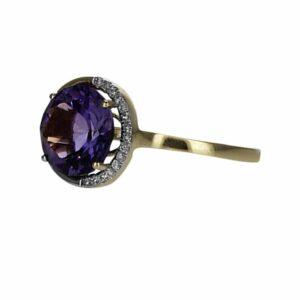 טבעת אמטיסט 2.39 קראט, זהב-צהוב 14 קראט, משובצת יהלומים