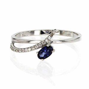 טבעת ספיר 0.28 קראט, זהב-לבן 14 קראט, משובצת יהלומים