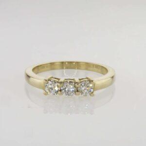 טבעת חצי נישואין שלושה יהלומים זהב צהוב 14 קראט