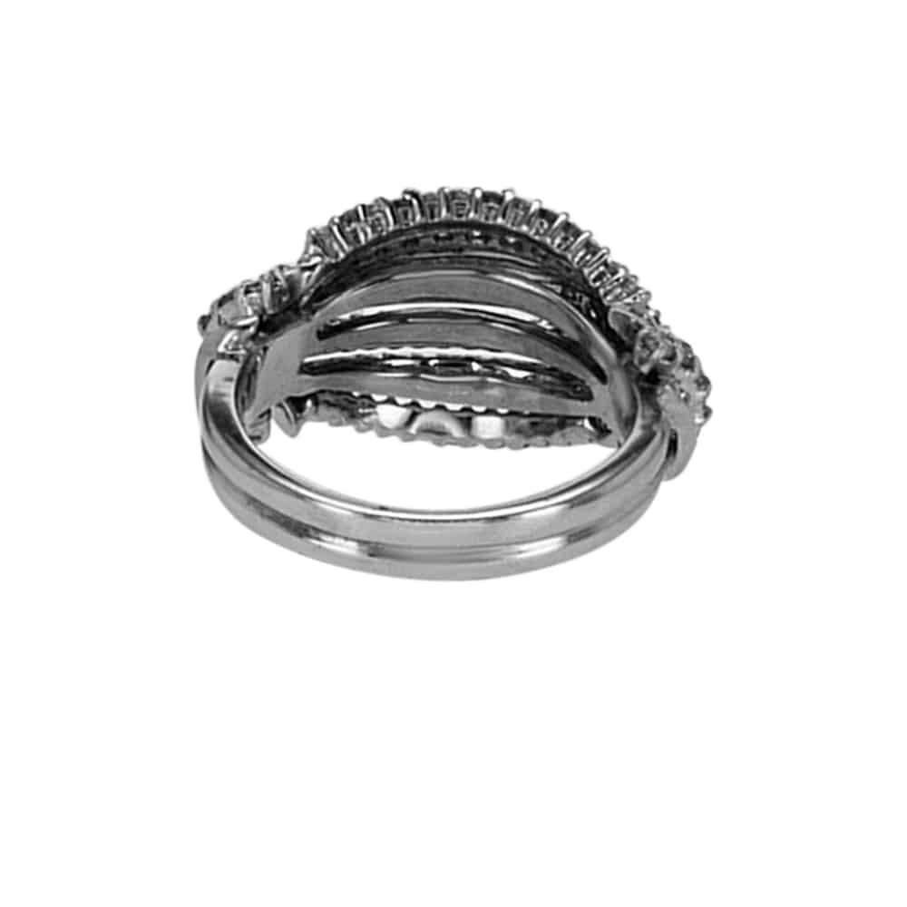 """טבעת יהלומים דגם """"קונכיה"""" זהב לבן 18 קראט"""