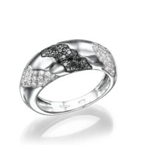 טבעת יהלומים לבנים ושחורים זהב לבן 14 קראט