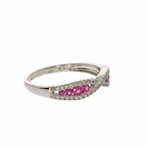 טבעת אבני רובי 0.32 קראט, זהב -לבן 14 קראט, בשיבוץ 0.15 קראט יהלומים