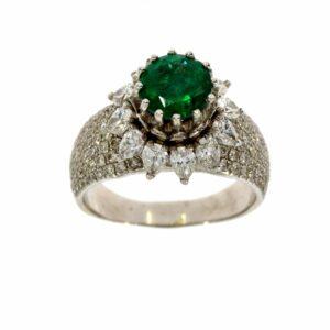 טבעת אמרלד 1.60 קראט, זהב-לבן 18 קראט, משובצת יהלומים