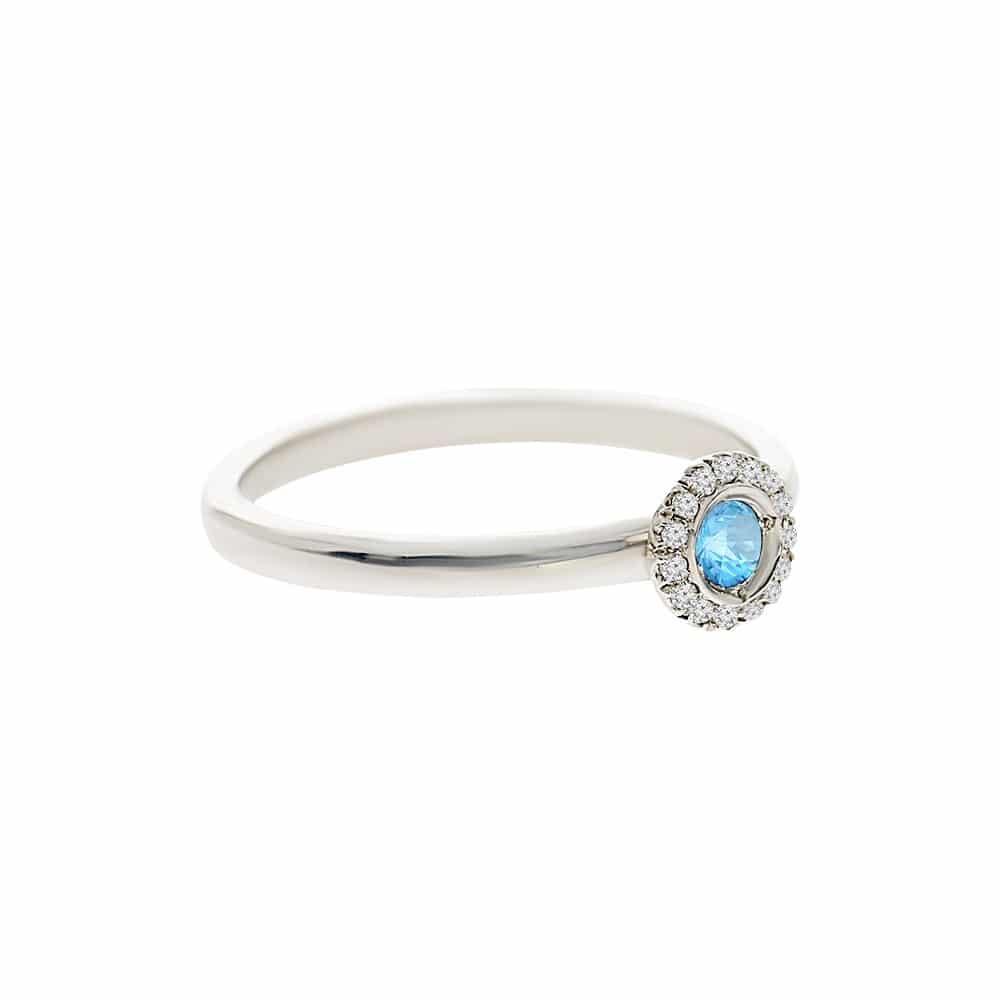 טבעת בלו טופז 0.12 קראט, זהב-לבן 14 קראט, בשיבוץ 0.06 קראט יהלומים