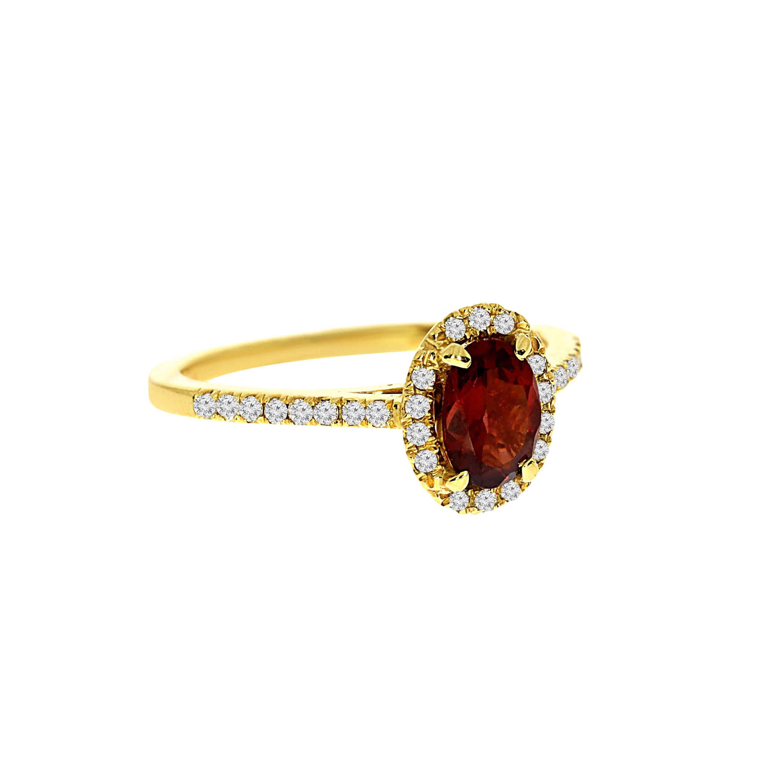 טבעת גארנט 0.85 קראט, זהב-צהוב 14 קראט, בשיבוץ יהלומים 0.22 קראט