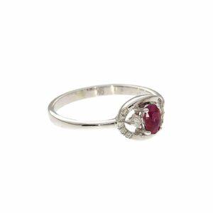 טבעת אבן רובי 0.29 קראט, זהב -לבן 9 קראט, בשיבוץ יהלומים