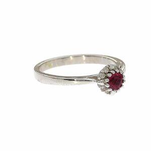 טבעת אבן רובי 0.31 קראט, זהב -לבן 14 קראט, בשיבוץ יהלומים