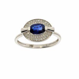 טבעת ספיר 0.85 קראט, זהב-לבן 14 קראט, משובצת יהלומים