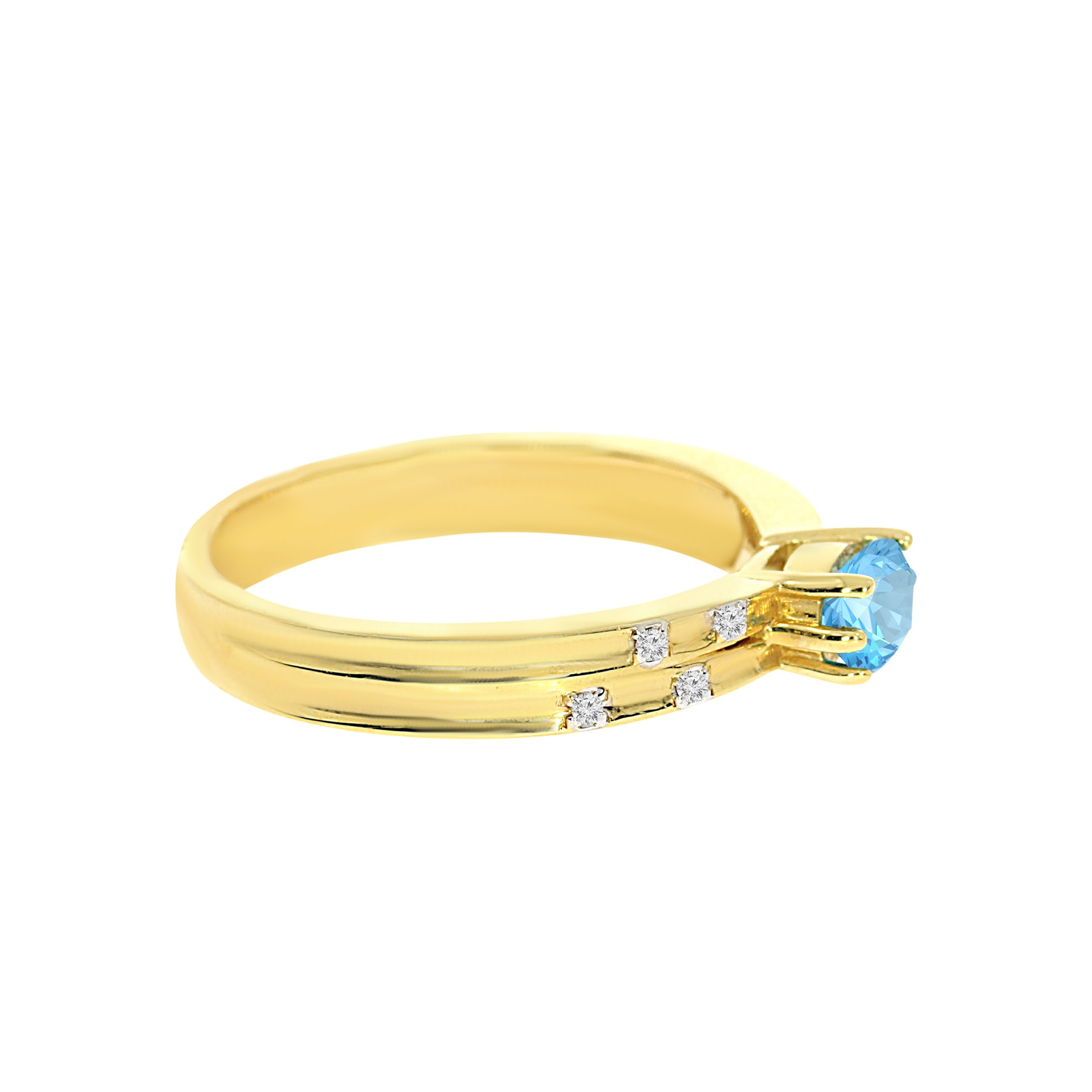 טבעת בלו טופז 5.30 קראט, זהב-צהוב 14 קראט, בשיבוץ 0.02 קראט יהלומים
