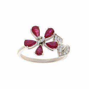 טבעת אבני רובי 0.98 קראט, זהב -לבן 14 קראט, בשיבוץ יהלומים