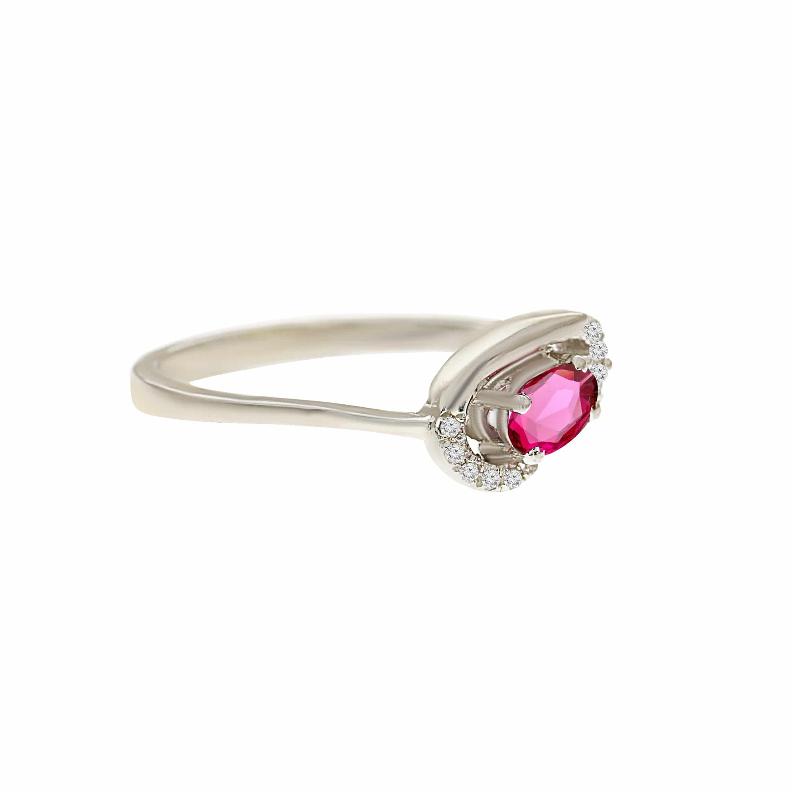 טבעת אבן רובי 0.25 קראט, זהב -לבן 14 קראט, בשיבוץ יהלומים