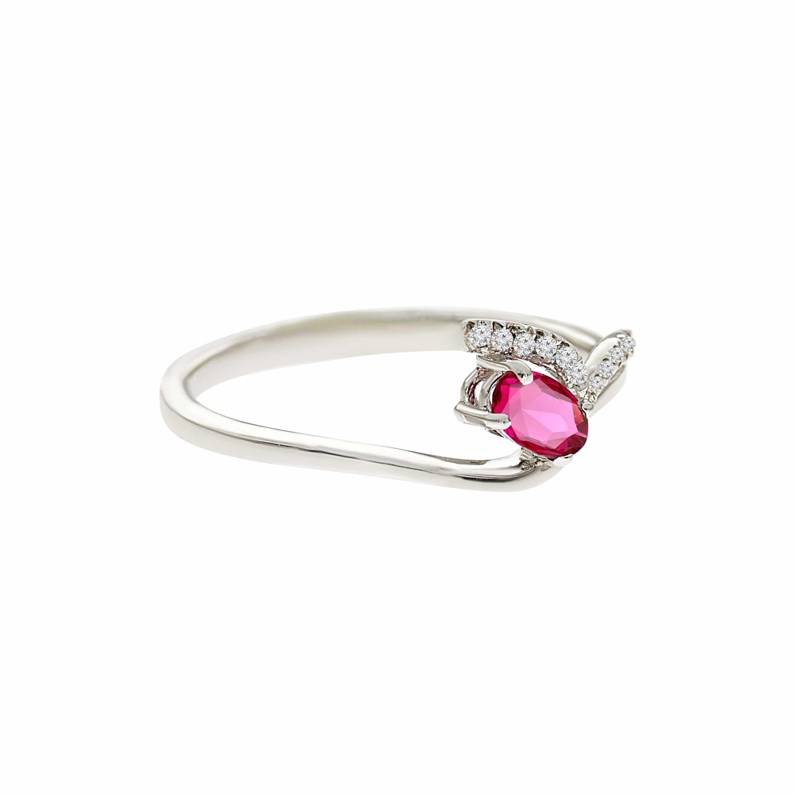 טבעת אבן רובי 0.30 קראט, זהב -לבן 14 קראט, בשיבוץ יהלומים