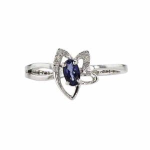 טבעת ספיר 0.31 קראט, זהב-לבן 14 קראט, משובצת יהלומים