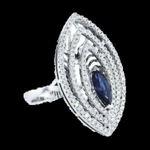 טבעת ספיר 0.84 קראט, זהב-לבן 18 קראט, משובצת יהלומים