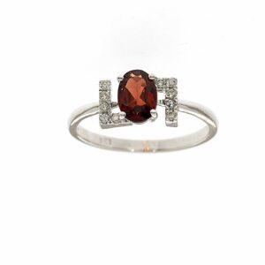 טבעת אבן גארנט 0.78 קראט, זהב-לבן 14 קראט, בשיבוץ יהלומים