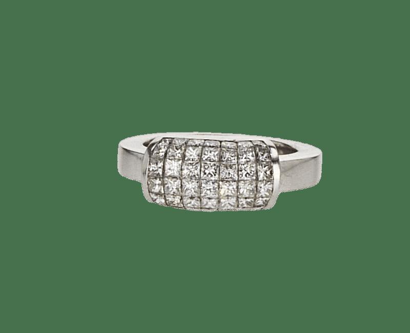 טבעת משובצת יהלומים 1.82 קראט, זהב-לבן 18 קראט
