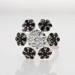 טבעת יהלומים שחורים ולבנים 3.6 קראט, זהב לבן 18 קראט