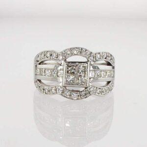טבעת משובצת יהלומים 1.48 קראט, זהב-לבן 18 קראט