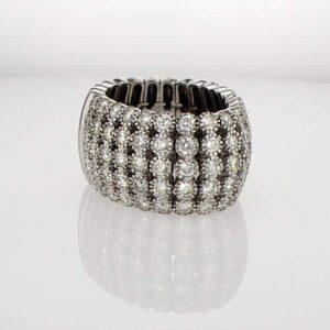 טבעת משובצת יהלומים 3.36 קראט, זהב-לבן 18 קראט