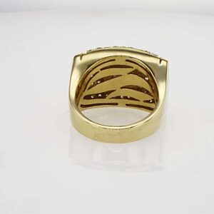 טבעת משובצת יהלומים 1.50 קראט, זהב-צהוב 18 קראט