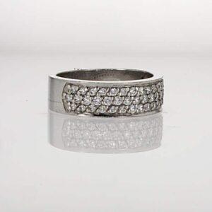 טבעת משובצת יהלומים 0.60 קראט, זהב פלטינום 95 קראט