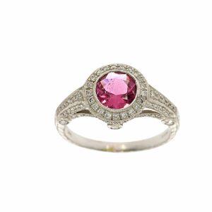 טבעת אבן טורמלין ורוד 0.88 קראט, זהב-פלטינום 95 קראט, בשיבוץ יהלומים