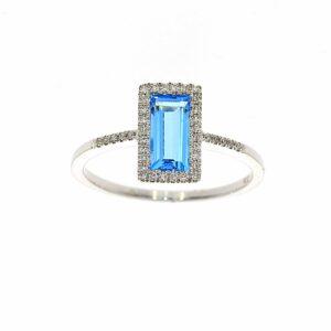 טבעת בלו טופז 0.96 קראט, זהב-לבן 14 קראט, בשיבוץ יהלומים