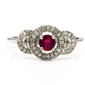 טבעת אבן רובי 0.33 קראט, זהב-לבן 14 קראט, משובצת יהלומים