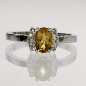 טבעת אבן סיטרין 0.75 קראט, זהב-לבן 14 קראט, משובצת יהלומים
