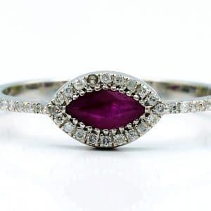 טבעת אבן רובי 0.25 קראט, זהב-לבן 14 קראט, משובצת יהלומים